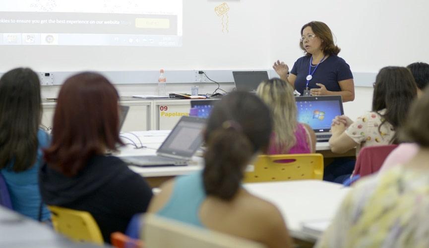 Professores em aula de capacitação