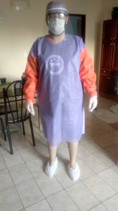 Foto de mulher com equipamento de proteção individual