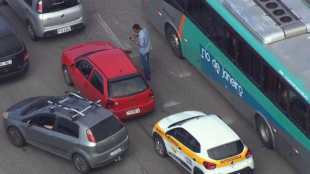 Homem passa meia hora procurando carro em congestionamento no Rio de Janeiro