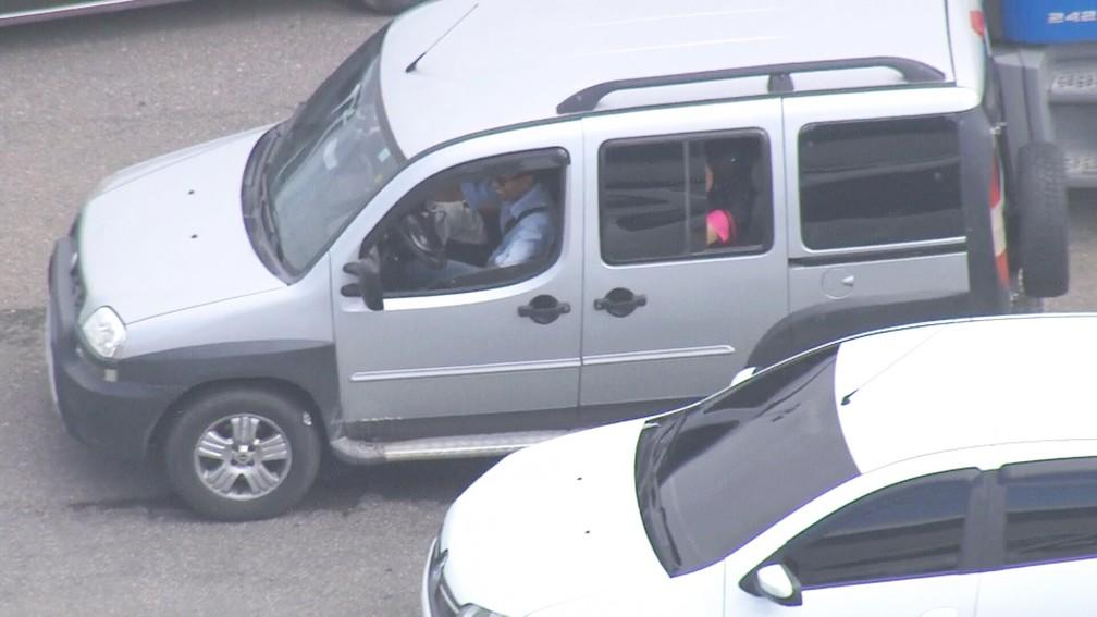 Homem encontra carro em meio ao congestionamento depois de meia hora